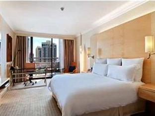 King Hilton Deluxe Plus Breakfast Hot Deal
