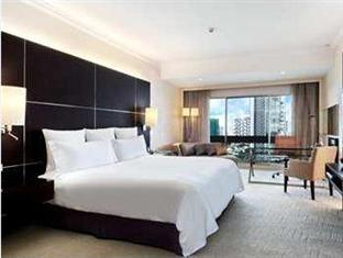 King Hilton Exec Suite Breakfast Hot Deal