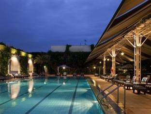 Orchard Hotel Pool