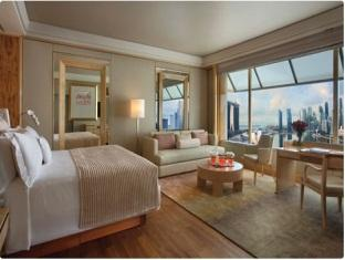 Deluxe Room–Marina Bay View (F1 Package)