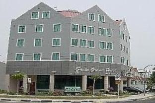Santa Grand Hotel West Coast - Main Photo
