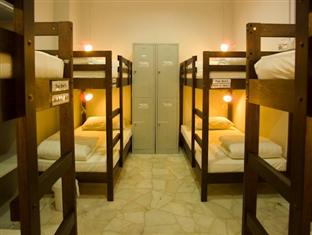 8-bed female dorm (price per bed)